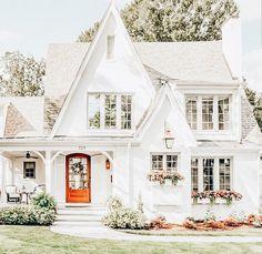 most popular dream house exterior design ideas 00024 Cute House, My House, Red Door House, Dream House Exterior, Home Exterior Design, Home Exteriors, Exterior Homes, Cottage Exterior, House Goals