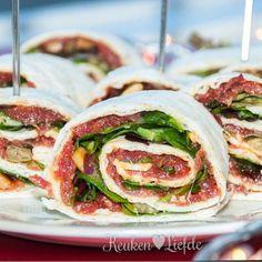 Wraprolletjes met carpaccio! Een perfect hapje om te serveren op een verjaardag of feestje.