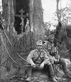 "Pike Grey 1914-1918 on Twitter: ""1915: Two mounted Austro-Hungarian messengers rest next to a wayside shrine in a hollow tree. Location unknown. #PikeGrey #WW1 #FWW #WWI… https://t.co/2Ug2YJxc5p"""