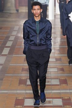 See all the Collection photos from Lanvin Spring/Summer 2015 Menswear now on British Vogue Fashion Week Hommes, Mens Fashion Week, Spring Fashion, Fashion Show, Fashion 2015, Paris Fashion, Runway Fashion, High Fashion, Lanvin