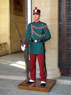 San Marino - Dit is het minst bezochte landje van Europa! Military Guard, Military Units, Military Uniforms, Republic Of San Marino, The Republic, Countries Europe, Countries Of The World, Swiss Guard, Council Of Europe