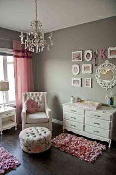 love the neutral wall, pale pinks and white