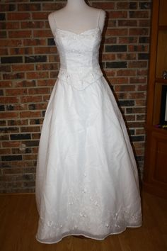 Venus p492, $150 Size: 8 | Sample Wedding Dresses