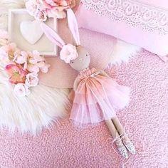 Szövetek és gyapjú játékokhoz, babákhoz Tild et al VK Doll Crafts, Sewing Crafts, Sewing Projects, Easter Crafts, Crafts For Kids, Handmade Stuffed Animals, Fabric Animals, Cat Doll, Sewing Dolls
