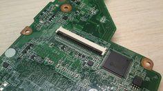 Поставили разъем клавиатуры на место, проверяем - клавиатура заработала. Ремонт материнской платы ноутбука HP 17-e062sr выполнен.