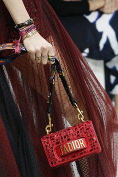 As novas bolsas de Christian Dior « Costanza Pascolato Chanel Handbags, Dior  Bags, Designer a27753ef55e6
