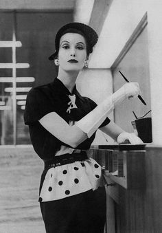 Alle Größen | Mary Jane Russell wearing an ensemble by Lilly Dache for Vogue, photo by Clifford Coffin May 1951 | Flickr - Fotosharing!