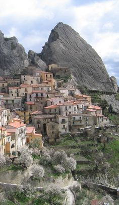#Castelmezzano #Town in #Italy http://en.directrooms.com/hotels/subregion/2-31-6122/