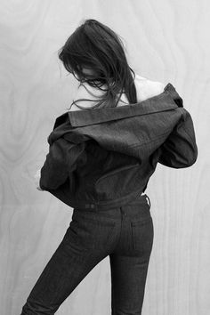 CHARLOTTE GAINSBOURG: actress, singer, songwriter, muse and now designer. The French fashion icon has teamed up with premium-denim brand Current Elliott to design four exclusive capsule collections inspired by her own innate sense of style. Gainsbourg Birkin, Serge Gainsbourg, Charlotte Gainsbourg, Jane Birkin, French Actress, Denim Branding, Portraits, French Fashion, Boutiques