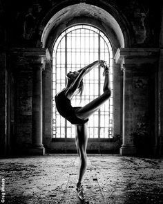 This is a collection of 30 incredible ballet dancer photos. Ballet dancer's movements must be perfect to create a beautiful final product, and the camera allows Contemporary Dance, Modern Dance, Dancer Photography, Portrait Photography, Fitness Photography, Intelligence Is Sexy, Female Dancers, Dance Movement, Dance Choreography