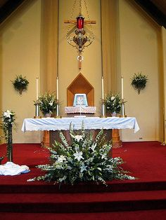 65 Ideas Wedding Ceremony Church Altar Floral Arrangements For 2020 Church Altar Decorations, Wedding Ceremony Decorations, Flower Decorations, Alter Flowers, Large Flower Arrangements, Church Wedding Flowers, Wedding Altars, Deco Floral, Church Ideas