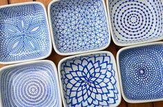 Creative: Eleven Ceramic Projects To DIY (via funnelcloud: DIY hand-painted ceramic tealight holders) Más