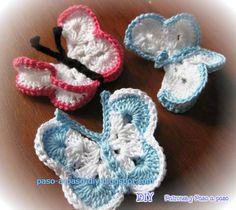 Two-color crochet knitted butterflies tutorial Butterfly Stitches, Crochet Butterfly, Crochet Art, Crochet Motif, Christmas Treats, Crochet Earrings, Baby Shoes, Bee, Knitting