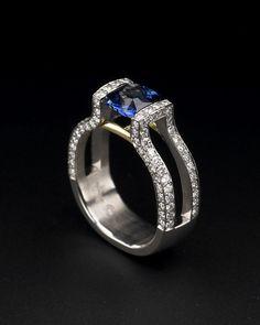 Zoltan David  Blue Sapphire Ring set in Platinum and Diamonds