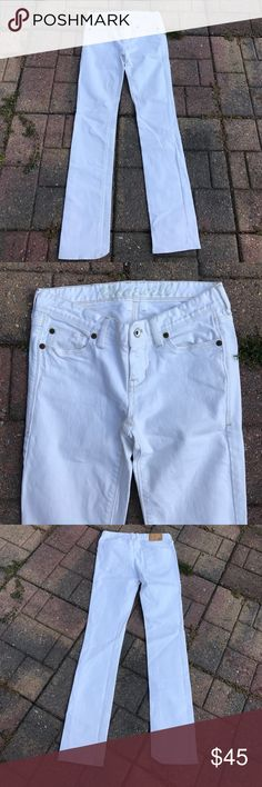 Madewell Jeans Pre owned used condition. Tiny stains on front like dots. Madewell Jeans