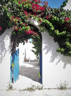 Traveling to Paros Beautiful Islands, Beautiful Beaches, Paros Island, Famous Beaches, Tourist Spots, Small Island, Greek Islands, Great Places, Traveling