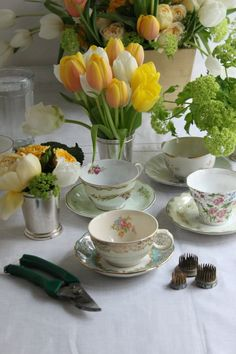 PARTY TRICK :: spring teacup flower arrangements | Valley & Co. Lifestyle