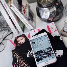 « Cher InstaGram, notre histoire a commencé un merveilleux lundi ensoleillé au Printemps 2013, alors que ta côte de popularité n'était pas au beau fixe, que tous mes amis ne juraient que par ton concurrent, j'ai eu envie de ... » Découvrez ma lettre à InstaGram ainsi que des informations au sujet du nouvel algorithme sur mon blog 📲💔 ( Lien dans ma bio ) #Emmanuelleandyou #Algorithme #Instagram #Fails #Desespoir #Bizness #heartbreaker #Work #Blogger #LifeStyle #Mood #BloggerLife