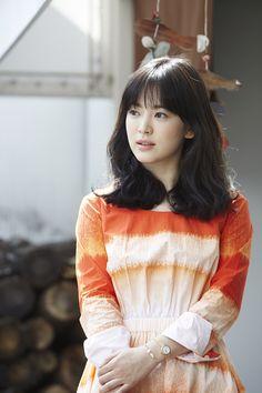 배우 송혜교 측이 악성 루머를 퍼뜨린 누리꾼이 약식기소된 것과 관련해 강력히 대응하겠다는 입장을 밝혔다.