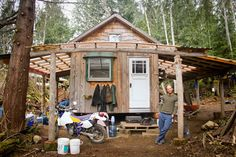 Author: Steph Wetherell A growing number of people are choosing to shun the conventional option of a foundation, mortgage and spare room in favour of a house the size of the average suburban garage. So what exactly is a tiny house, why is it so appealing, and what is it like to actually live in one?…