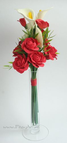 Букетик с красными розами и калами. Цветы из полимерной глины. Екатерина Звержанская.