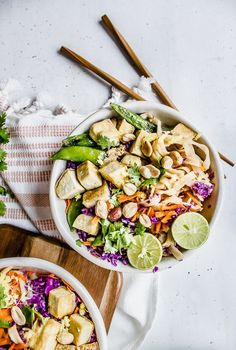 An easy gluten-free, vegan sriracha peanut pad thai recipe for a quick weeknight dinner! Rice noodles tossed with a mild sriracha peanut sauce topped with fresh red cabbage, carrots, peanuts, cilantro, crispy tofu, ginger and lime juice!