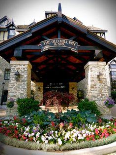 Old Mill Inn & Spa, Toronto - The Inn Lobby Entrance
