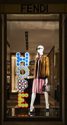 Fendi Holiday Windows 2017 - Avenue Montaigne, Paris