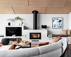 Home Design, Interiors, Outdoor, Renovation Ideas and Inspiration, These ten homes have shown how Californian bungalows are perfectly suited to the modern Australian lifestyle. Interior Design Tips, Bathroom Interior Design, Interior Styling, Design Interiors, Darren Palmer Interiors, New York Loft, House Address, Australian Homes, Loft Style