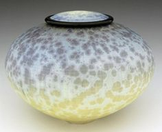 The La Tierra Art Cremation Urn (which means in Spanish The Earth), is crafted by one of the great Porcelain Masters of our time. The urn is unique and made for a special person to be remembered. Bill Campbell Pottery, Cremation Urns, Ceramic Vase, Decorative Bowls, Ceramic Sculptures, Crystals, Vases, Glaze, Artist
