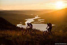 @janne_tj and @ellecochrane in Åre Jämtland Sweden. #BikeMagPOD by @mattiasfredrikssonphotography.