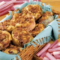 What a pleasure it is to set out a basket of these rhubarb muffins.although the basket doesn't stay full for very long! I have six children and two grandsons, so I do a lot of baking. The snacks are based on a coffee cake recipe. Zucchini Muffins, Muffins Blueberry, Rhubarb Muffins, Healthy Muffins, Muffin Recipes, Breakfast Recipes, Breakfast Items, Rhubarb Recipes, Rhubarb Desserts