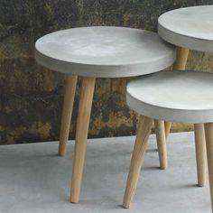 Runder Couchtisch aus Beton auf Pharao24.de. Ein Materialmix wie er moderner und innovativer nicht sein könnte: Dieser Beistelltisch hat eine runde Oberplatte aus Beton und Retrofüße aus Holz. Der kle (Diy Table)
