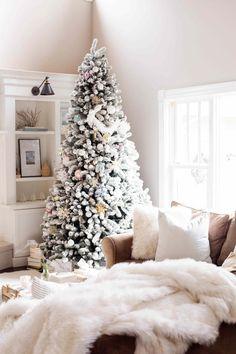 Doreen Corrigan | Holiday Blog Tour: Home for the Holidays. Light tones and bright greenery. | doreencorrigan.com