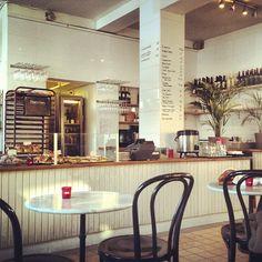 Gamla Enskede Bageri är ett bageri men också ett kafé där det serveras matiga mackor, juice, bullar och andra bakverk. Ur miljösynpunkt är den mesta maten bra, man gör eget bröd utan tillsatser och med KRAV-märkta ingredienser. Stället är KRAV-certifierat vilket innebär att det mesta är krav-märkt utom vissa kaffesorter.