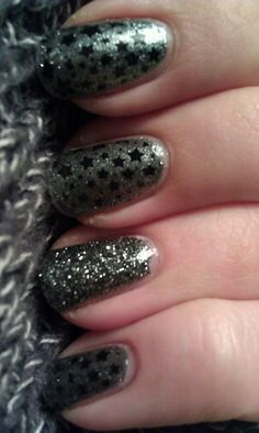 Base color is China Glaze - Jitterbug, stamped with Konad special polish in Black. Accent nail is China Glaze - Tinsel Town.