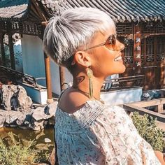 Short Hairstyles Madeleine Schön - 1 - Hairstyles For Women Short Hairstyles For Thick Hair, Short Grey Hair, Short Pixie Haircuts, Funky Hairstyles, Short Hair Cuts For Women, Curly Hair Styles, Corte Pixie, Pelo Pixie, Corte Y Color