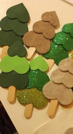 Felt Christmas decorations 20 simple DIY Christmas crafts to try this Christmas - DIY and DIY decorationsFelt Christmas decorations 20 simple DIY Christmas crafts to try this Christmas this simple handicraft trying {sewn} Small hand Easy Christmas Ornaments, Christmas Crafts For Kids To Make, Christmas Tree Crafts, Preschool Christmas, Christmas Activities, Christmas Design, Simple Christmas, Holiday Crafts, Christmas Cards