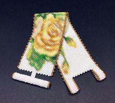 Items similar to PATTERN - Single Peyote - Vintage English Roses Bracelet on Etsy Peyote Beading, Beaded Bracelet Patterns, Seed Bead Bracelets, Seed Beads, Bracelet Clasps, Beadwork, Seed Bead Patterns, Peyote Patterns, Wristlets