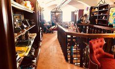 Phoenix Book Cafe: Der ideale Ort für Harry Potter Fans - 1000things.at Klagenfurt, Hogwarts, Phoenix, Dc Comics, Harry Potter, Book Cafe, Cafe Bar, Liquor Cabinet, Restaurant