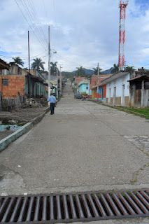 Calle principal Villarrica Tolima, vía al cementerio