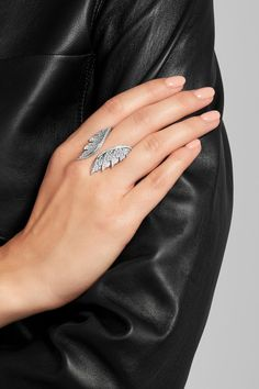 This piece has been certified in accordance with the Hallmarking Act 1973 NET-A-PORTER.COM is a certified member of the Responsible Jewellery Council