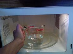 How to clean and disinfect the microwave with just vinegar and water in minutes !