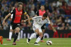 """""""Chicharito"""" durante el partido entre el Real Madrid y Almería en el estadio Santiago Bernabéu de Madrid, España. Foto: AP"""