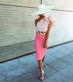 Pink lady with hat style Spring Summer Fashion, Spring Outfits, Kentucky Derby Fashion, Look Rose, Derby Outfits, Look Formal, Races Fashion, Mein Style, Pink Lady