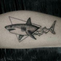 Hai Tattoos, Tatuajes Tattoos, Kunst Tattoos, Line Art Tattoos, Small Tattoos, Tattoos For Guys, Traditional Shark Tattoo, Shark Drawing, Tattoo Ideas