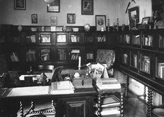 De werkkamer van M.C. Westerman in zijn huis op Kebon Sirih 20
