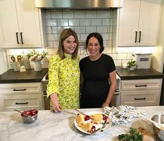 """Jenna Bush Hager Visited a Glowing Joanna Gaines at Her House To Talk About Everything They've Been Up To Since the End of """"Fixer Upper"""" Fixer Upper Tv Show, Fixer Upper Joanna, Magnolia Fixer Upper, Magnolia Joanna Gaines, Joanna Gaines Style, Chip And Joanna Gaines, Magnolia Mom, Magnolia Journal, Magnolia Table"""