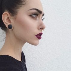 Bild über We Heart It #beauty #brunette #clothes #girl #makeup #nails #style