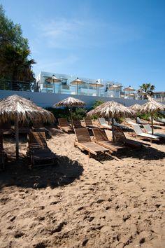 Ammos Hotel, Kreta, Griekenland. Van dit kleurrijke miniresort wordt de hele familie instant blij! Byzantijnse mozaïekvloeren, een restaurant waar geen stoel hetzelfde is, kasten en muren vol kunst en design. En dan hebben we het nog niet gehad over de frisse kamers en het strand voor de deur. Er wordt van alles georganiseerd; niet alleen voor de kleintjes. Zo kun je een massage boeken of een wandeling maken met een gids. www.ammoshotel.com, 2-persoonskamers vanaf € 120,- per nacht